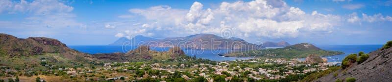 Panorama van de Archipel van de Eolische Eilanden van Vulcano-Eiland stock foto's