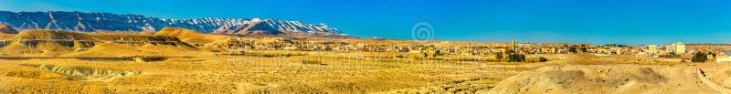 Panorama van de Atlasbergen in Midelt, Marokko stock foto