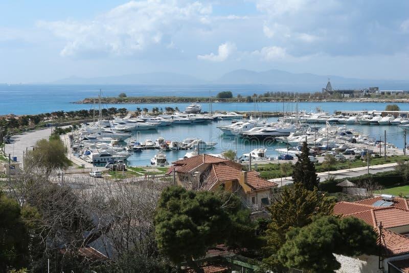 Panorama van de baai en de jachthaven met jachten in Griekenland royalty-vrije stock foto's