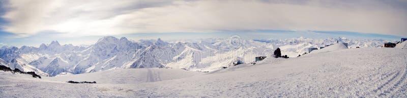 Panorama van de belangrijkste Kaukasische berg ridg stock afbeelding
