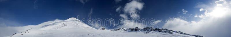 Panorama van de bergen stock foto's