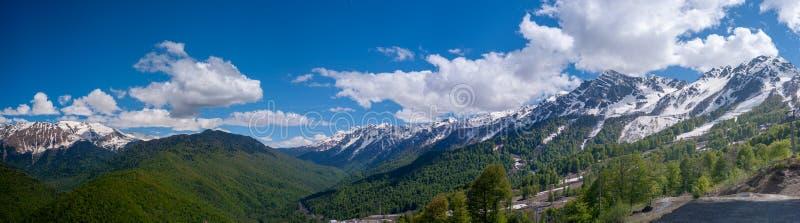 Panorama van de bergen van de Kaukasus royalty-vrije stock foto