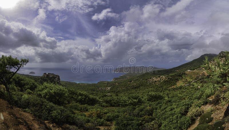Panorama van de bergen van Griekenland Rhodos stock afbeeldingen
