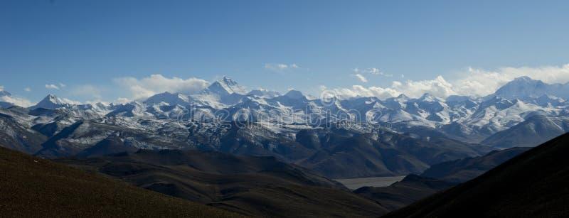 Panorama van de bergketen van Himalayagebergte stock foto