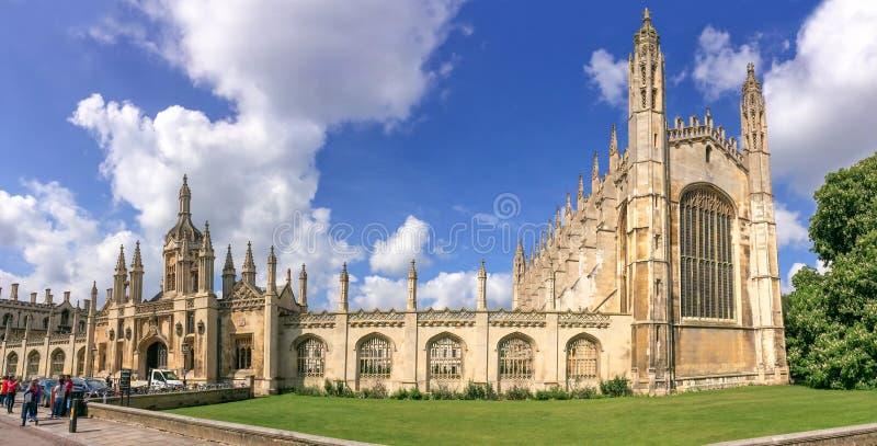 Panorama van de beroemde universiteit van de Konings` s universiteit van Cambridge en kapel in Cambridge het UK stock foto