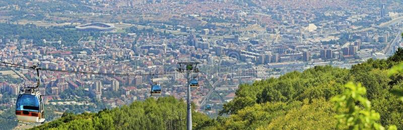 Panorama van de cabinelift van Skopje en van de gondel royalty-vrije stock afbeeldingen