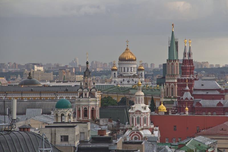 Panorama van de daken van Moskou bij zonsondergang royalty-vrije stock foto's