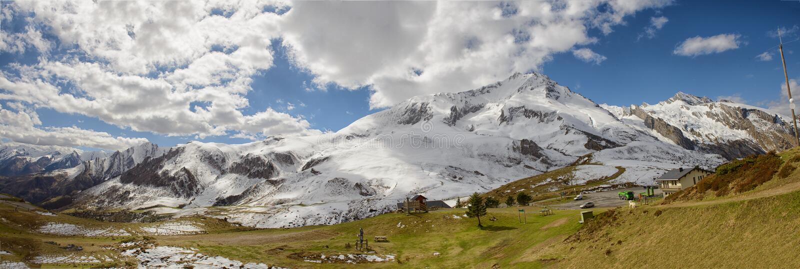 Panorama van de Franse bergen van de Pyreneeën, col. du Soulor stock afbeeldingen