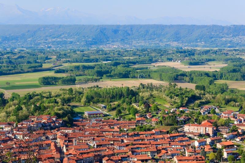 Panorama van de gemeente van caravino Italië en van de morainic serre royalty-vrije stock foto