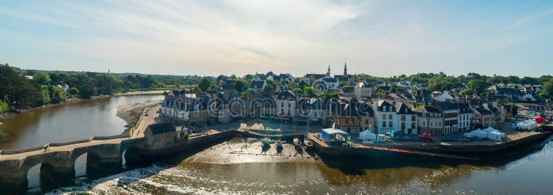 Panorama van de haven van Heilige Goustan in het centrum van het dorp Auray, Bretagne royalty-vrije stock afbeelding