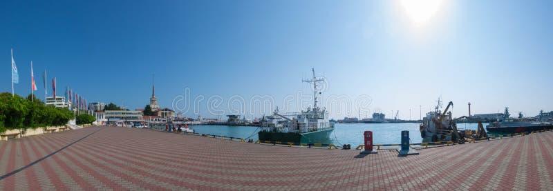 Panorama van de haven in Sotchi stock foto's