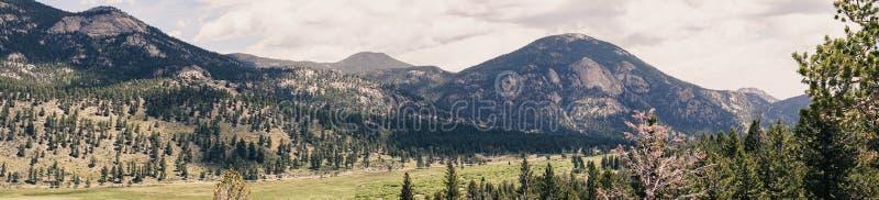 Panorama van de hoge bergvallei Reis aan Rocky Mountain National Park royalty-vrije stock foto's