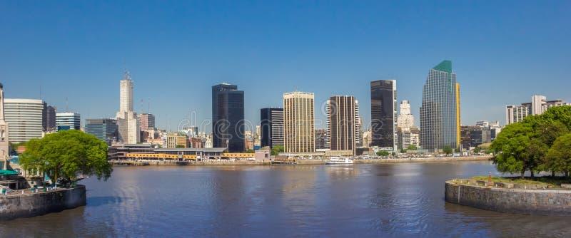 Panorama van de horizon van modern Buenos aires royalty-vrije stock fotografie