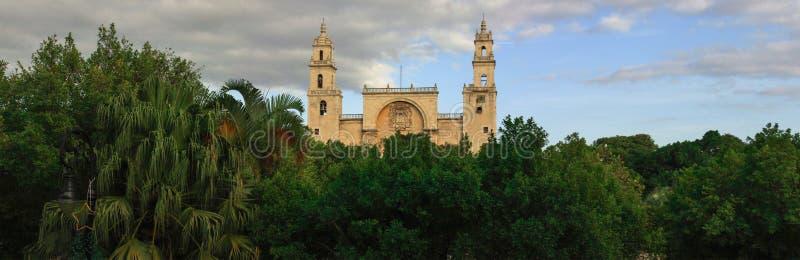 Panorama van de kathedraal van Merida, Yucatan, Mexico stock foto's