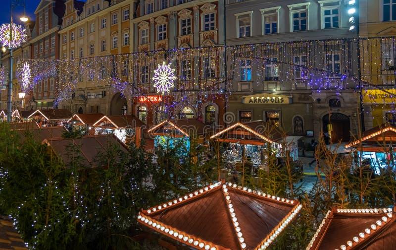 Panorama van de Kerstmisviering bij jaarlijkse Kerstmismarkt in Wroclaw polen stock foto