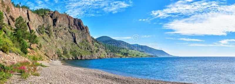 Panorama van de kust van Baikal royalty-vrije stock foto's
