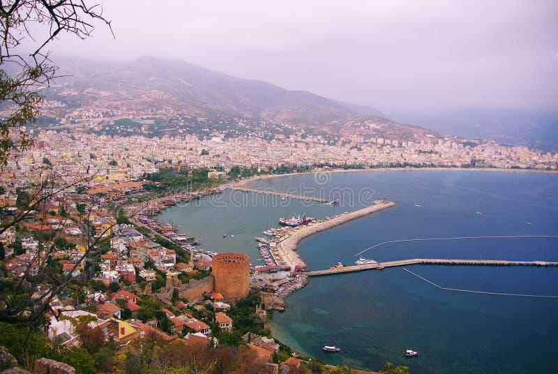 Panorama van de kust Turkse stad, bergen, brug royalty-vrije stock foto