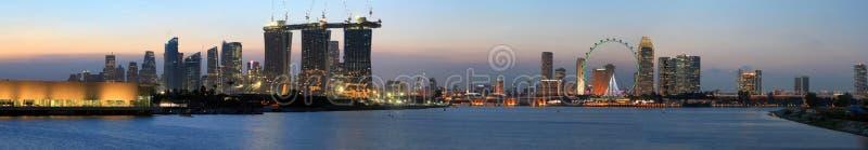 Panorama van de Mening van de Nacht van de Stad van Singapore stock fotografie