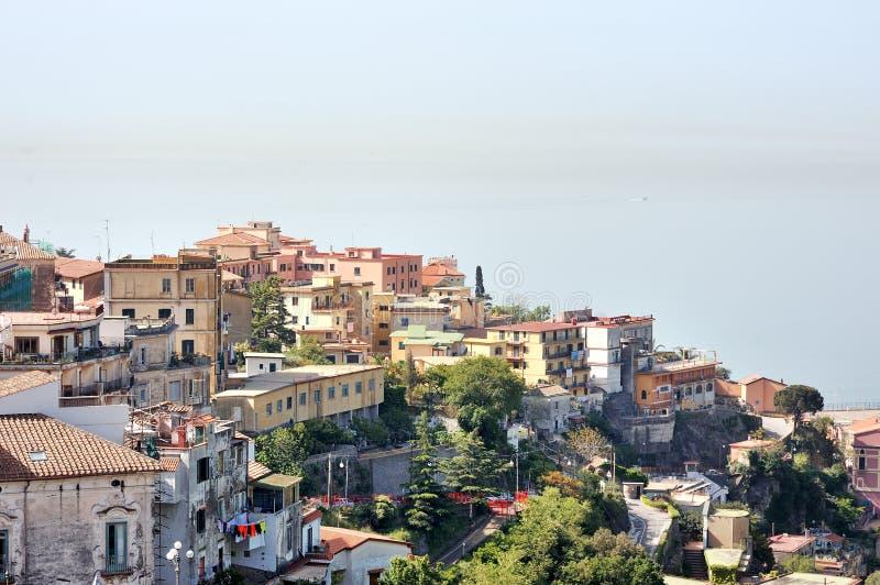 Panorama van de Merrie van Vietri sul, Italië stock afbeeldingen