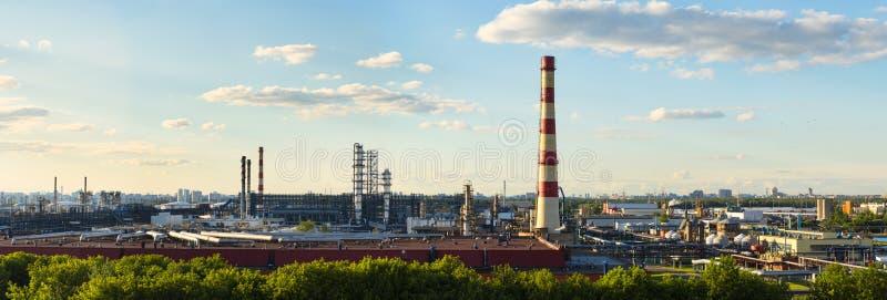 Panorama van de olie-Verwerkende fabriek van Moskou royalty-vrije stock foto