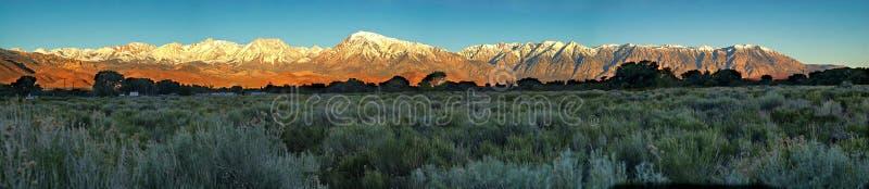 Panorama van de oostelijke Siërra dichtbij Bischop, Californië stock foto's