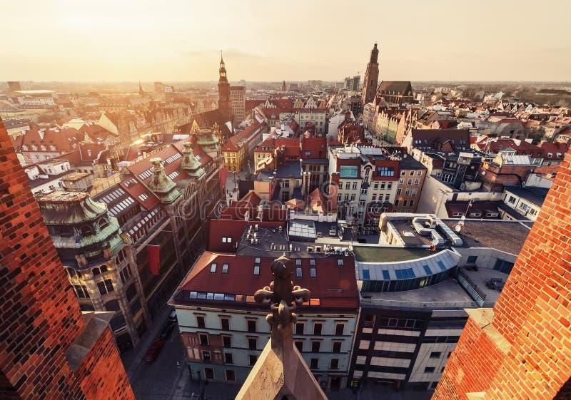 Panorama van de oude de stadshorizon van Wroclaw bij zonsondergang, Polen royalty-vrije stock foto's