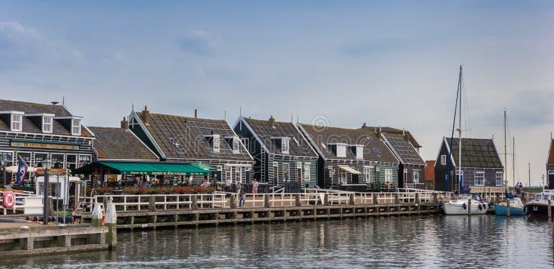 Panorama van de oude haven in de visserij van dorp Marken stock foto
