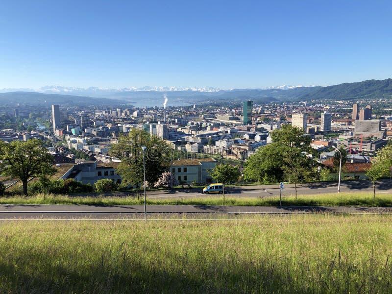 Panorama van de stad van het Meer of Zurichsee Zuerichsee van Zürich of van Zürich en van Zürich stock afbeeldingen