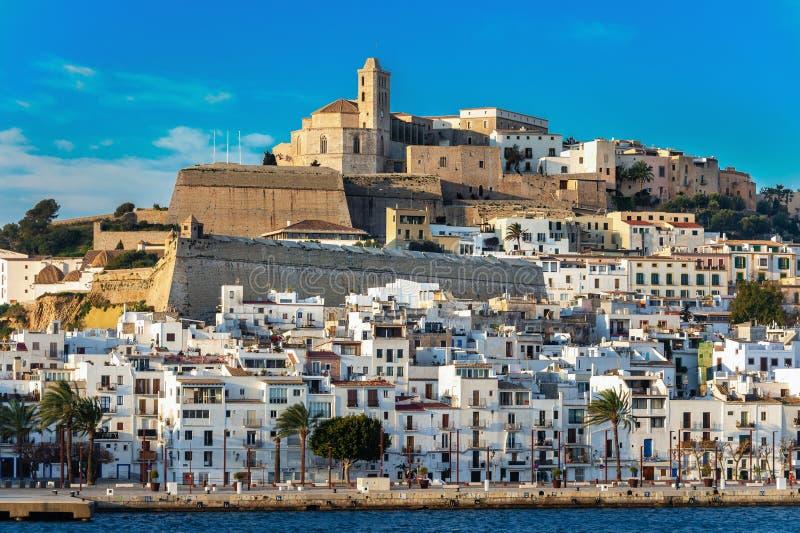 Panorama van de stad van Ibiza stock foto
