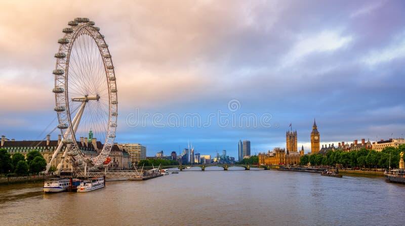 Panorama van de stad van Londen, Engeland, het Verenigd Koninkrijk, op sunri royalty-vrije stock afbeelding