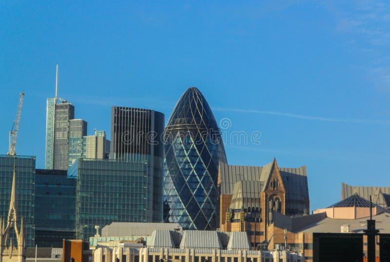 Panorama van de stad van Londen Weergeven van de linkeroever van Londen, van de rechteroever van de Theems royalty-vrije stock fotografie