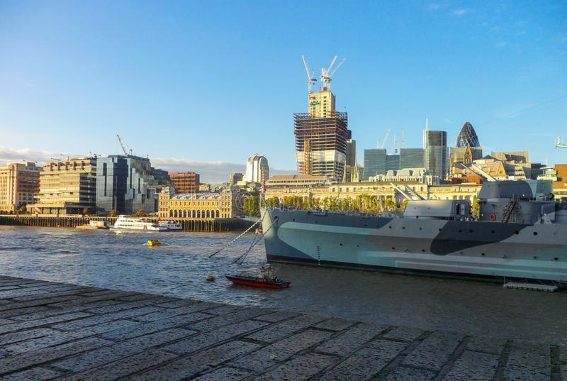 Panorama van de stad van Londen Weergeven van de linkeroever van Londen, van de rechteroever van de Theems royalty-vrije stock foto