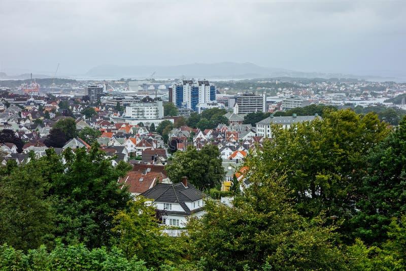 Panorama van de stad van Stavanger in Noorwegen stock foto's