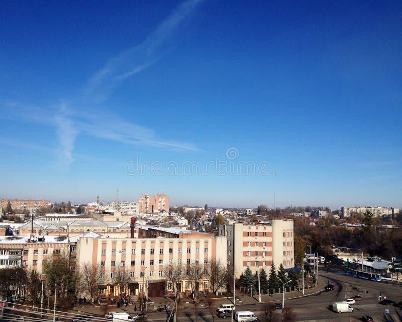 Panorama van de stad Stad tegen de hemel royalty-vrije stock fotografie