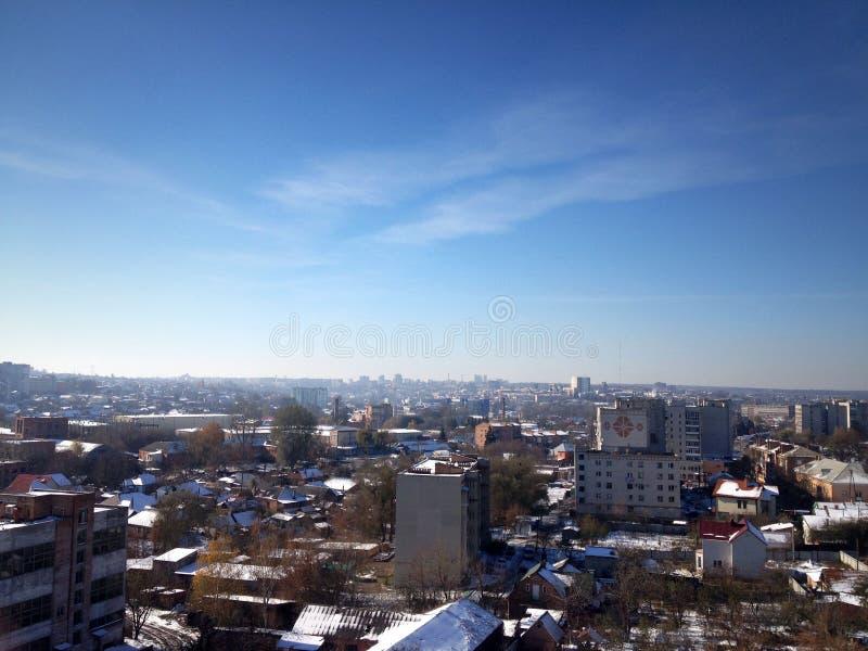 Panorama van de stad Stad tegen de hemel royalty-vrije stock afbeelding