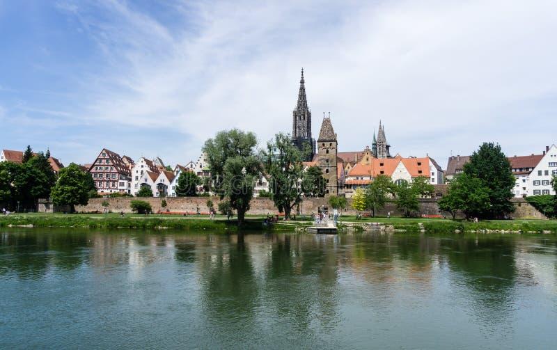 Panorama van de stad Ulm met kathedraal baden-Wurttemberg Duitsland stock afbeelding
