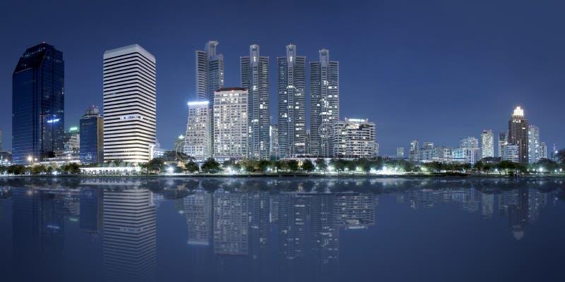 Panorama van de stad van Bangkok bij nacht