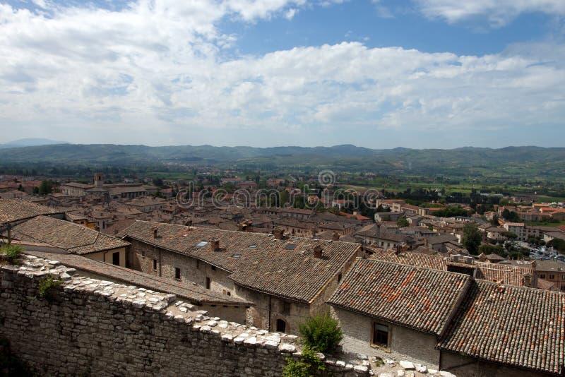 Panorama van de stad van Gubbio stock afbeelding