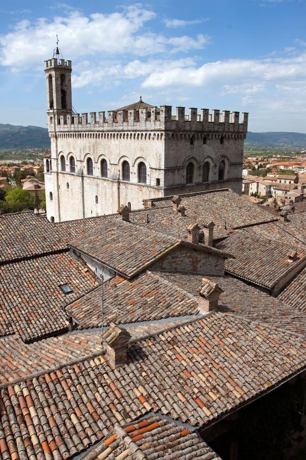 Panorama van de stad van Gubbio stock foto
