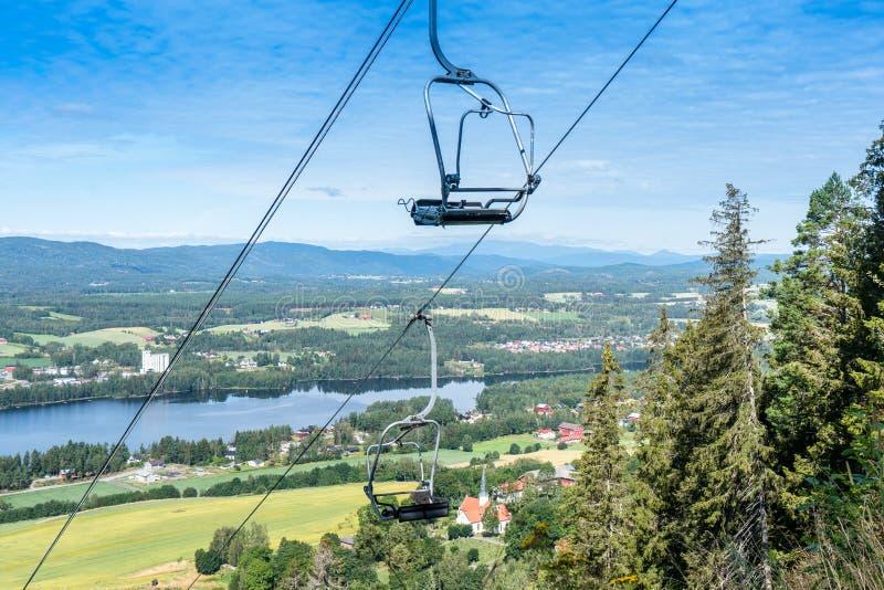 Panorama van de stad Vikersund in Noorwegen, Scandinavië stock foto's