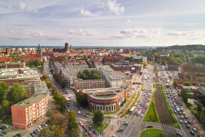 Panorama van de stadscentrum van Gdansk in de zomertijd stock foto's