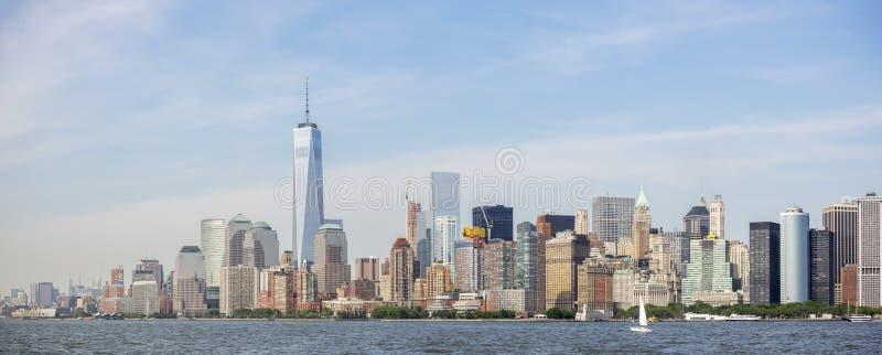 Panorama van de Stadshorizon van New York, de Mening van Manhattan van Standbeeld van Vrijheid De Stad van New York, de V stock fotografie