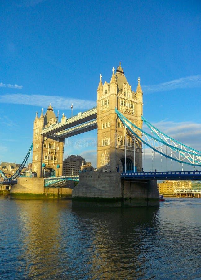 Panorama van de Torenbrug, over de Theems in Londen royalty-vrije stock foto's