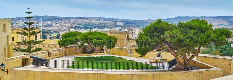 Panorama van de uiterst kleine tuin in Cittadella, Victoria, Gozo, Malta stock foto's
