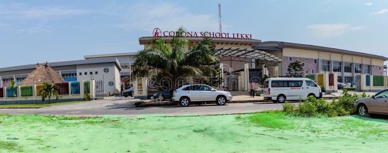 Panorama van de Voorvoorgevel van Corona School Lekki royalty-vrije stock foto