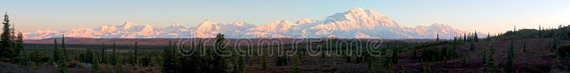 Panorama van de waaier van Alaska tijdens zonsondergang stock foto's