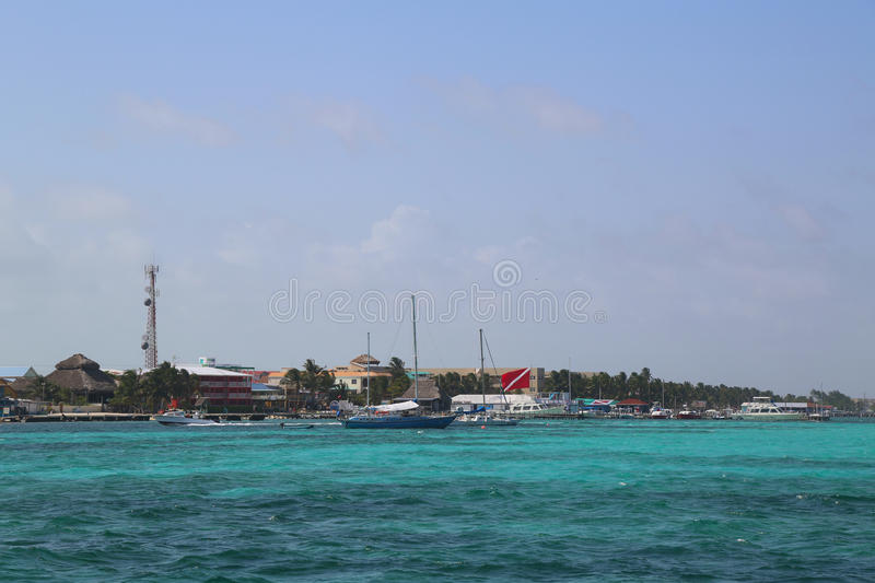 Panorama van de waterkant van San Pedro bij de Amber Caye in Belize royalty-vrije stock afbeelding
