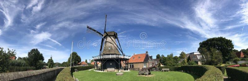 Panorama van de windmolen DE kaai in Sloten stock afbeelding