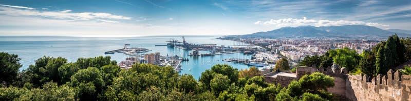 Panorama van de zeehaven van Malaga stock foto's