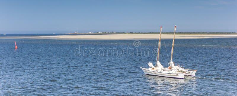 Panorama van een catamaran dichtbij het Eiland Borkum royalty-vrije stock afbeeldingen